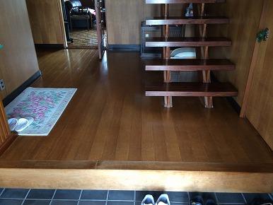 玄関ホールの床を縁甲板で改修しました。