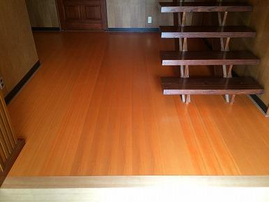 施工例へ「玄関ホールの床を縁甲板で改修しました。」を追加しました。