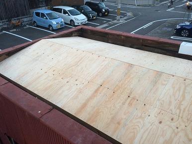 腐食した屋根を更新