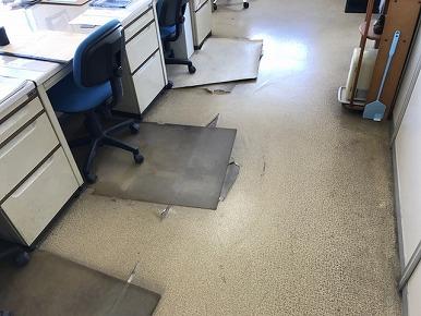 事務所内における床、壁、天井の張り替え