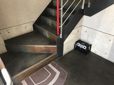 階段の長尺シート張り替え