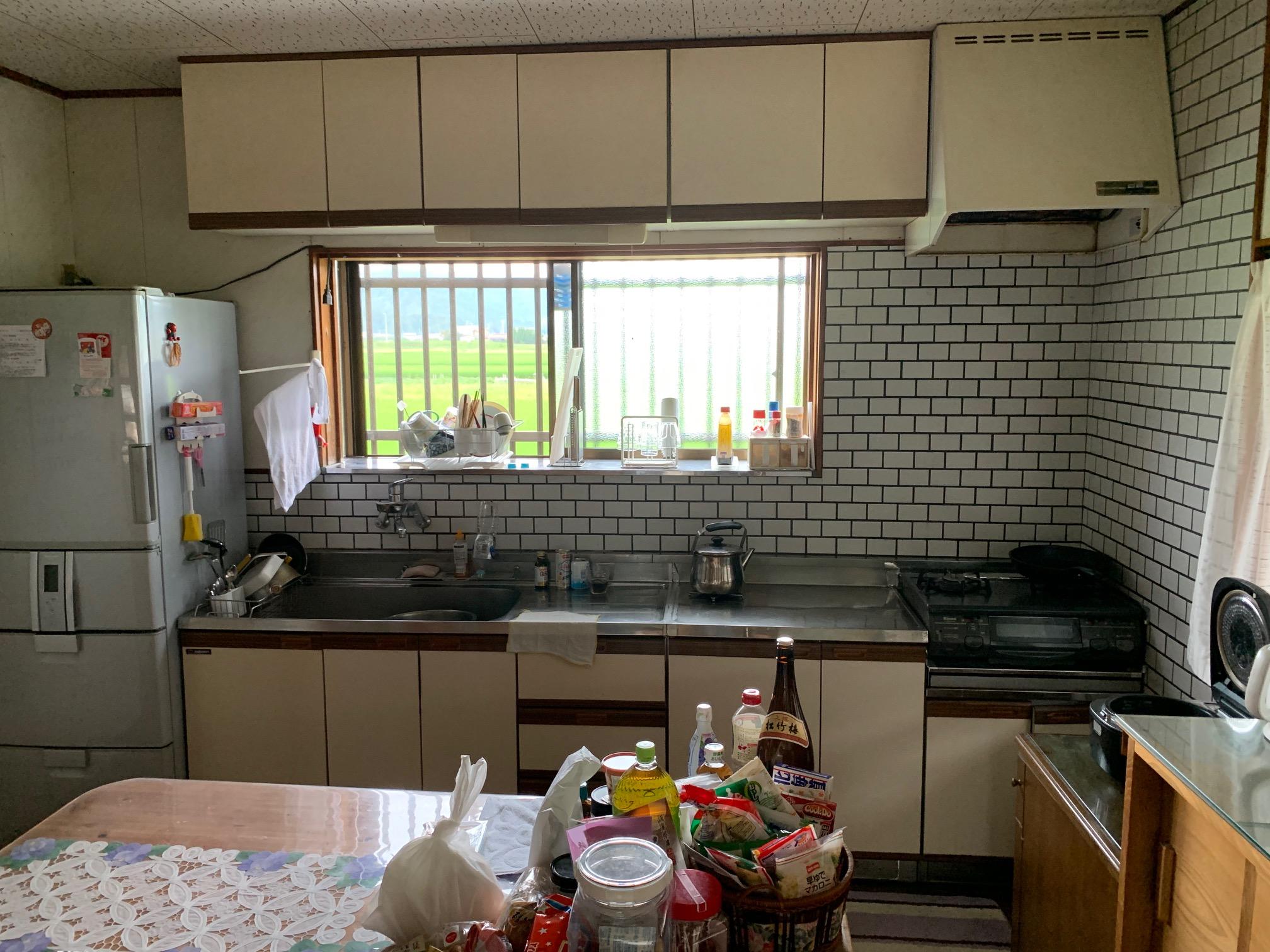 壁面キッチンから対面キッチンへ改修